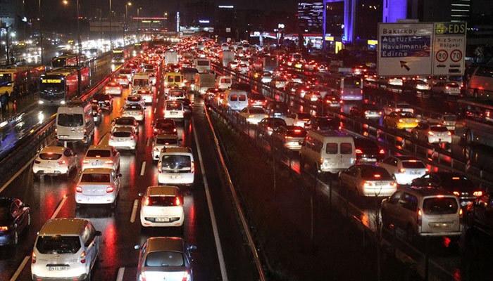İstanbul'da mesai çıkışı trafik kilitlendi