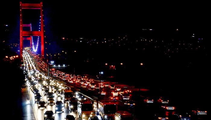 İstanbul'da yağmur trafik yoğunluğuna yol açtı