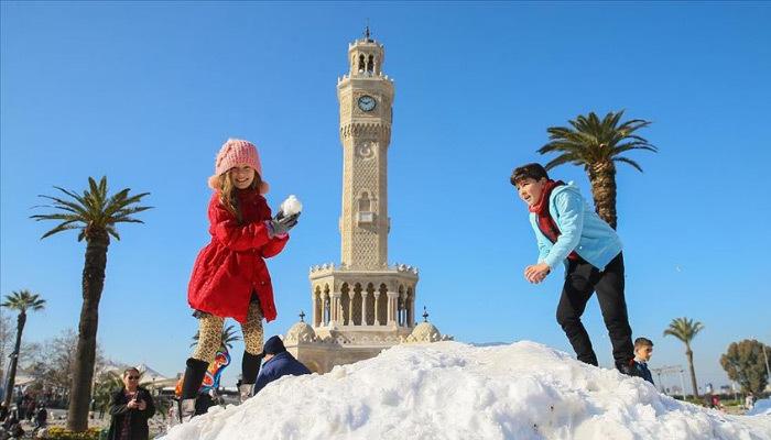 İzmir'e kamyonla kar getirdiler!