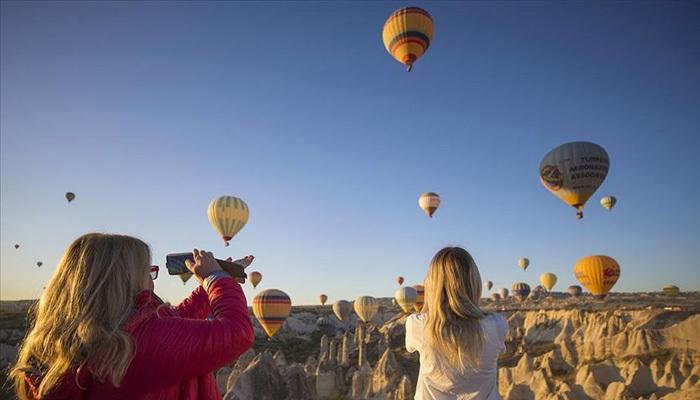 Kapadokya'da balonlara turist akını
