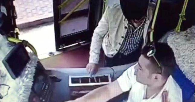 Kardeşinin öğrenci kartını kullanan kişi şoföre bıçak çekti