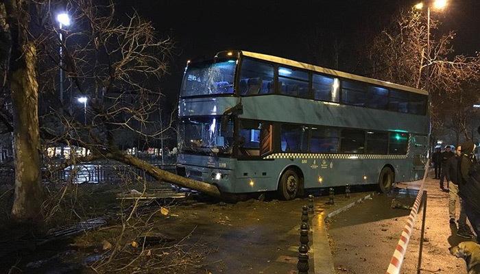 Kartal'da halk otobüsü durağa daldı: 3'ü ağır 5 yaralı