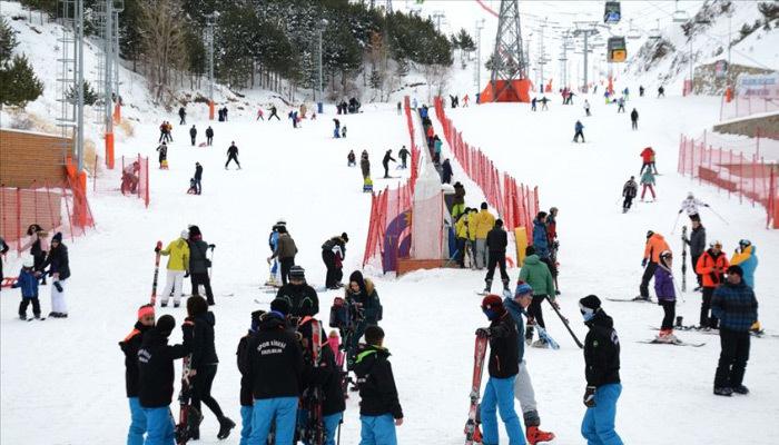 Kayakçılar Palandöken'e akın etti! Yoğunluk oluştu