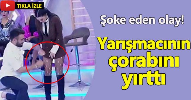 Kemal Doğulu yarışmacının çoraplarını yırttı