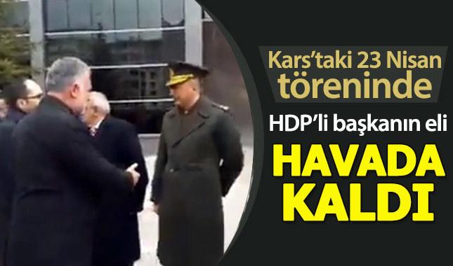 Komutan, HDP'li başkanın elini havada bıraktı