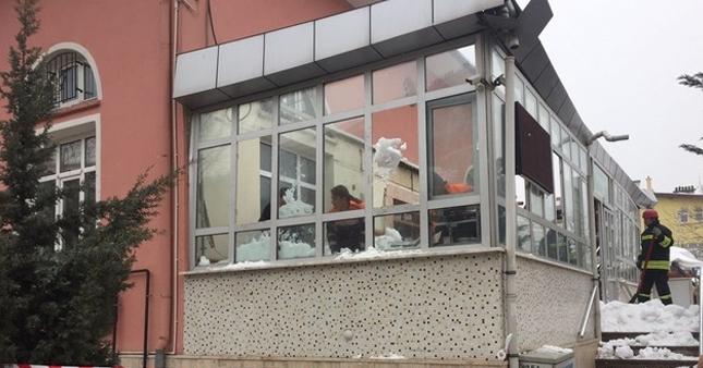 Konya'da cami çatısı çöktü 3 kişi yaralandı