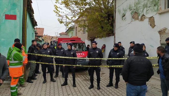 Konya'da kerpiç ev çöktü! 2'si çocuk 3 ölü