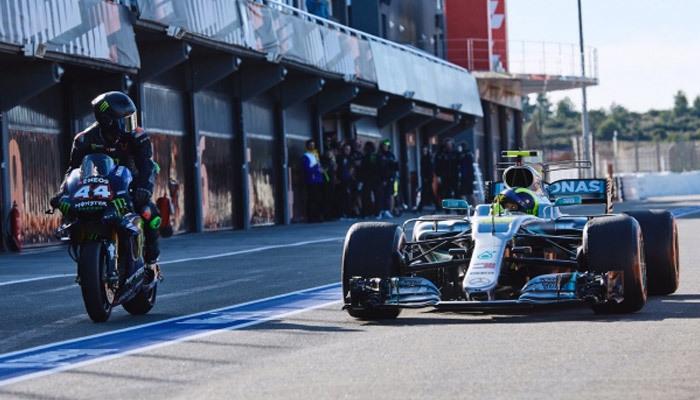 Lewis Hamilton ile Valentino Rossi araçları takas etti