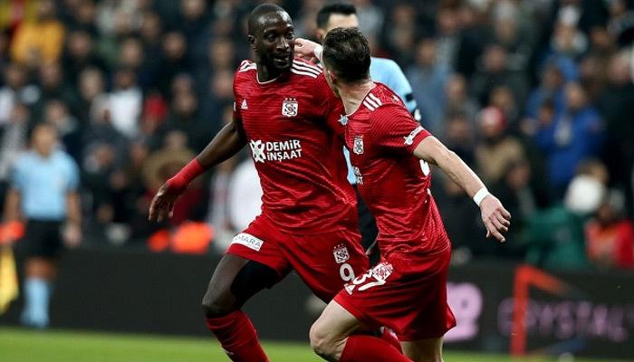 Sivasspor durdurulamıyor! Lider, Beşiktaş'a acımadı