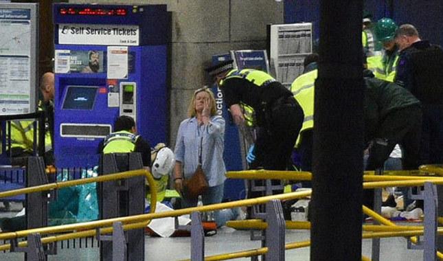 Londra'da yanan binada en az 65 kişi kayıp
