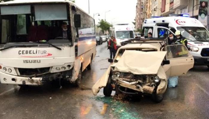 Manisa'da işçi servisi otomobille çarpıştı!