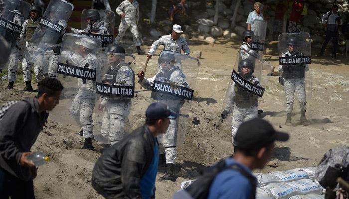 Meksika sınırında 2 bin göçmene geçit yok