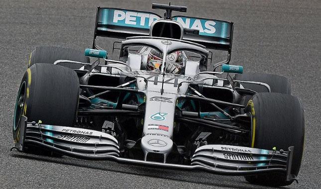 Mercedes pilotu Lewis Hamilton oldu