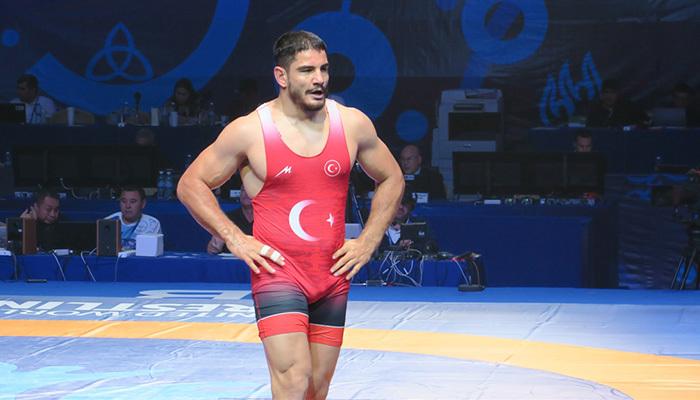 Milli güreşçi Taha Akgül dünya ikincisi oldu