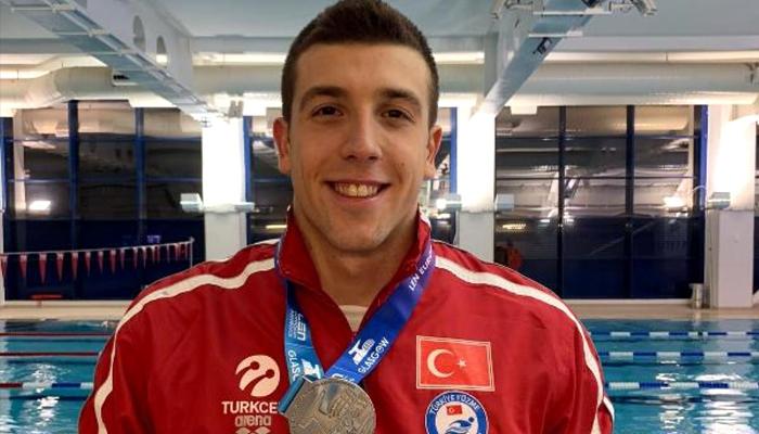 Milli yüzücü madalya aldı, tarihe geçti