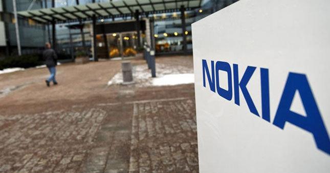 Nokia 10-15 bin kişiyi çıkarıyor
