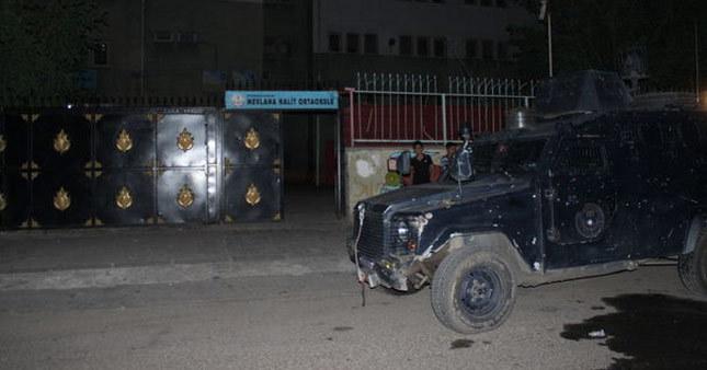 PKK'lılar okula molotofla saldırdılar!