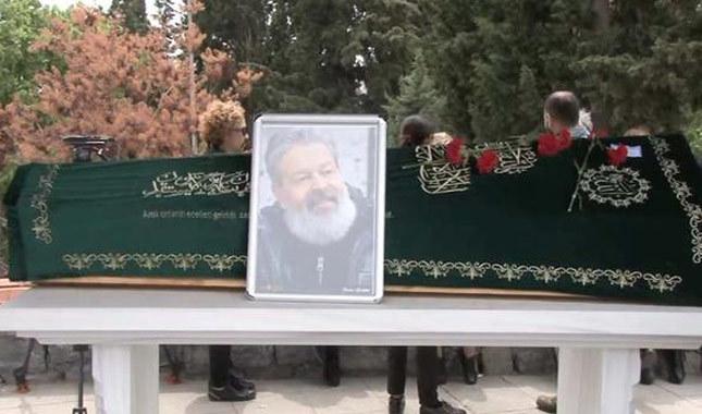 Seslendirme sanatçısı Payidar Tüfekçioğlu son yolculuğuna uğurlandı