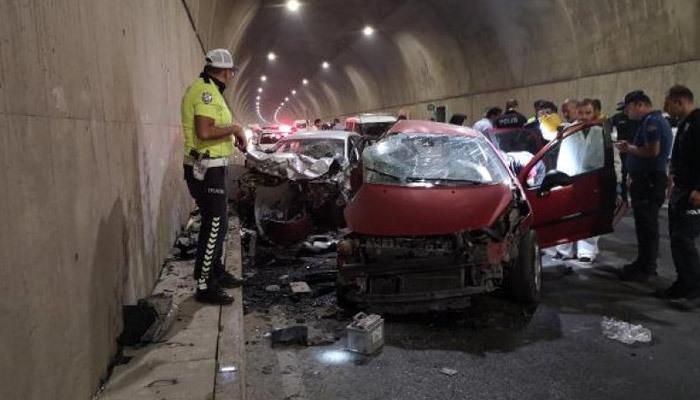 Pendik'te feci kaza: 2 ölü, 1 yaralı