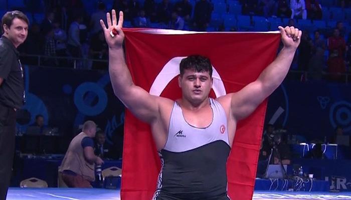 Rıza Kayaalp rekor kırdı! 4. kez dünya şampiyonu!