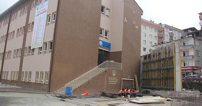 Rize'de okul bahçesine viyadük yapılıyor!