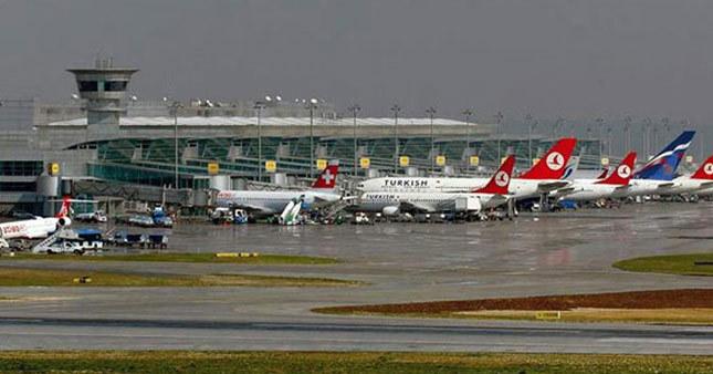 Sağanak yağış İstanbul'da hava ulaşımını vurdu