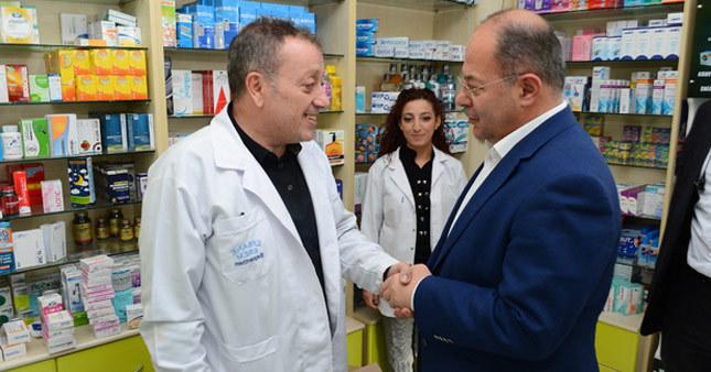 Sağlık Bakanı Recep Akdağ'dan eczane ziyareti