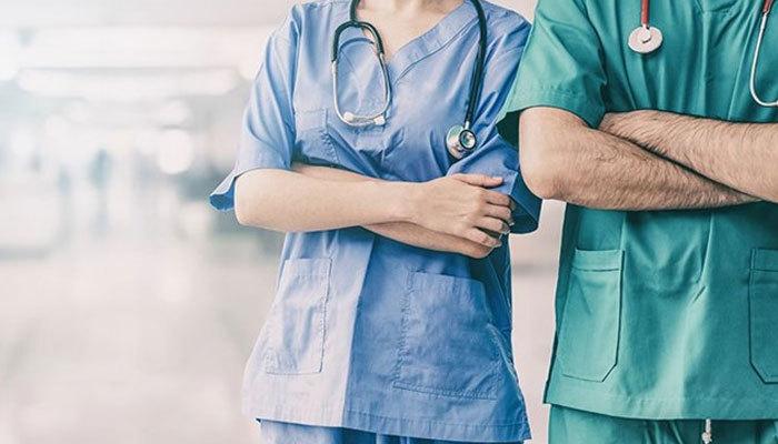 Sağlık çalışanlarının istifa etmesi 3 aylığına yasaklandı