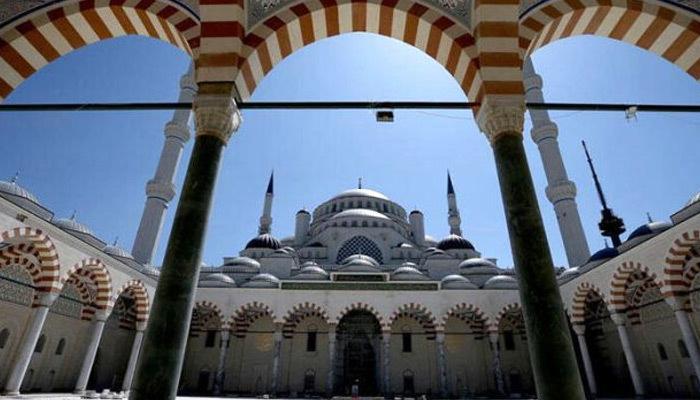 Şarkısı cami minaresinde çalınan Selda Bağcan'dan açıklama