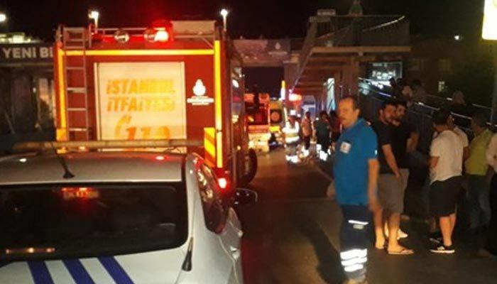 Sefaköy'de otomobil durağa daldı: 6 yaralı
