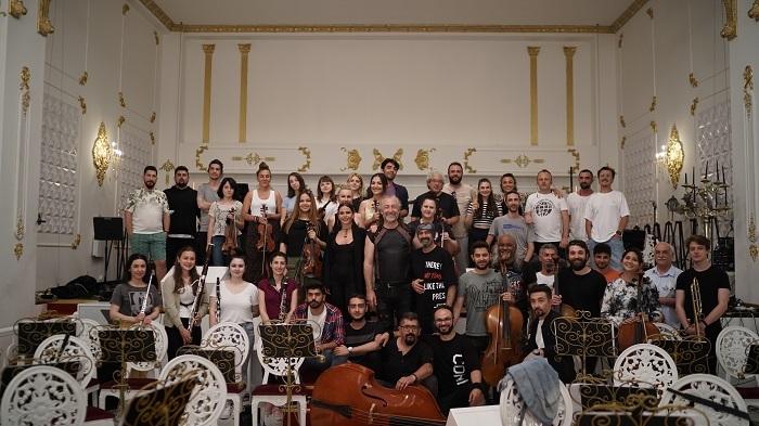 Senfoni orkestrası ile konserlerine start verecek