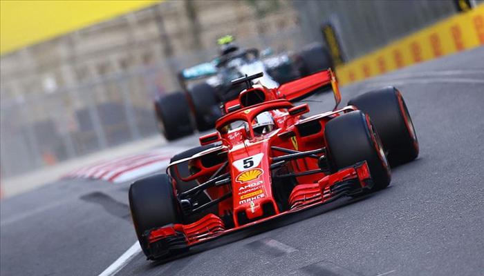 Singapur'da zirve Ferrari pilotu Vettel'in