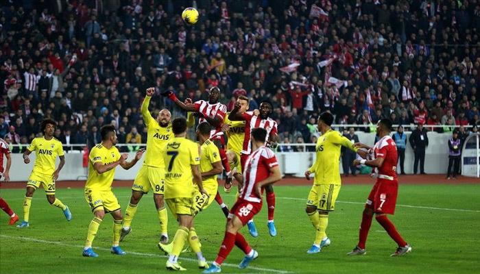 Sivasspor Fenerbahçe engelini de rahat geçti!