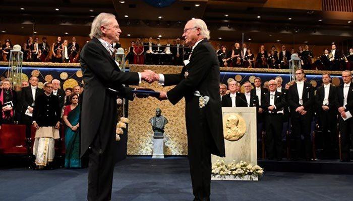 Soykırım destekçisi yazar Handke, Nobel ödülünü aldı