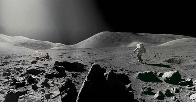 SpaceX 2, Ay'a yolculuk için biletleri kesti
