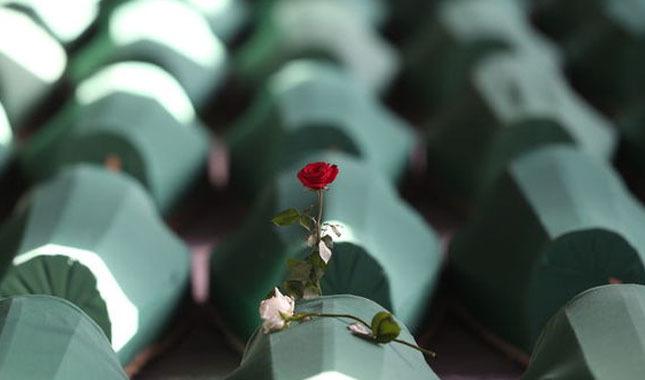 Srebrenitsa Katliamı 23. yılında   Srebrenitsa Katliamı nedir   ne zaman oldu   kimler arasında yaşandı