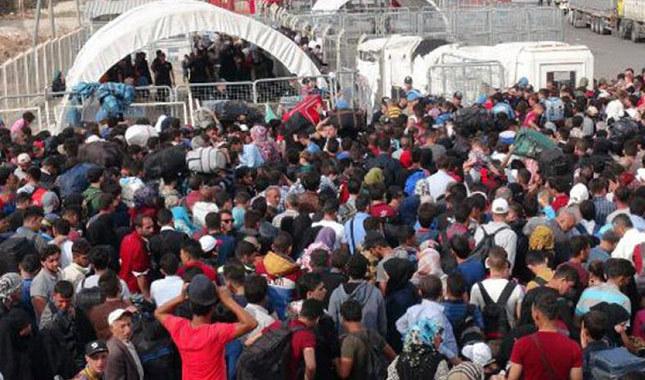Suriye sınırında bayram izdihamı yaşanıyor