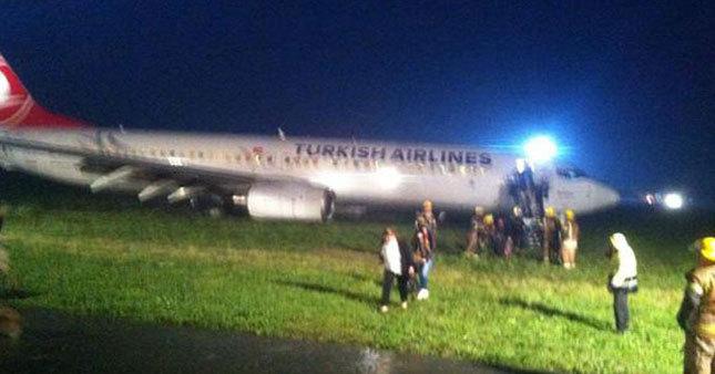 THY uçağı pistin dışına çıktı