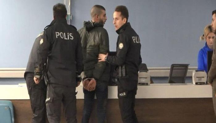 Taksim'de polislere bıçaklı saldırı!