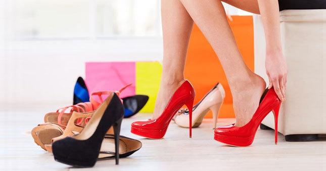 Topuklu ayakkabı sağlığı olumsuz etkiliyor