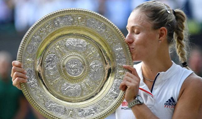 Wimbledon'da Angelique Kerber, Serena Williams'ı 2-0 yenerek şampiyon oldu