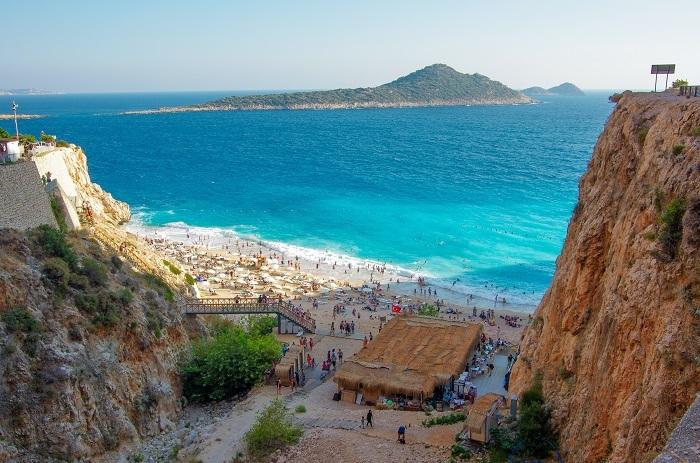 Yaklaşık her iki kişiden birisi bayram tatilde Akdeniz'i tercih ediyor