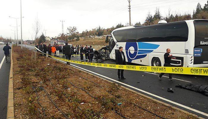 Yolcu otobüsü ile otomobil çarpıştı! Ölü ve yaralılar var