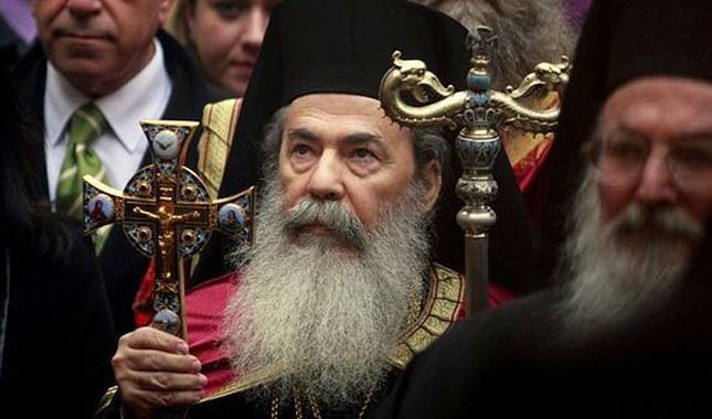 Yunanistan'da rahipler memurluktan çıkarılıyor