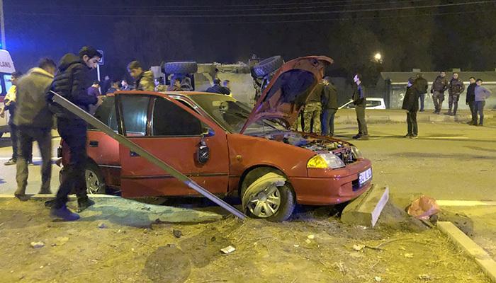 Otomobil ile zırhlı polis aracı çarpıştı! 4 yaralı