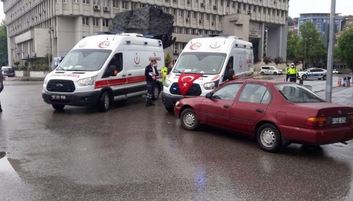 Zonguldak'ta ambulans ile otomobil çarpıştı!