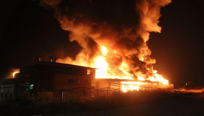 Antalya'da soğuk hava deposunda çıkan yangın kontrol altına alındı