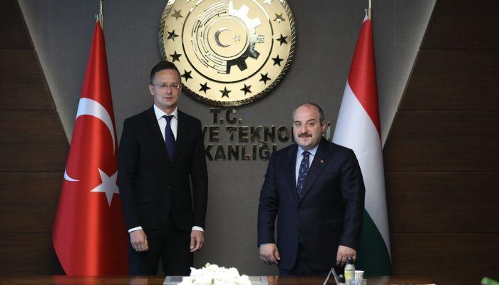 Bakan Varank, Macaristan Dışişleri ve Dış Ticaret Bakanı Szijjarto ile görüştü