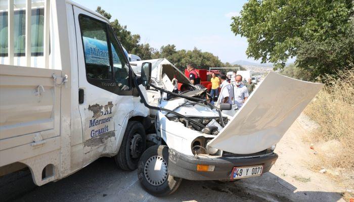 Muğla'da kamyonetle otomobil çarpıştı: 1 ölü, 1 yaralı