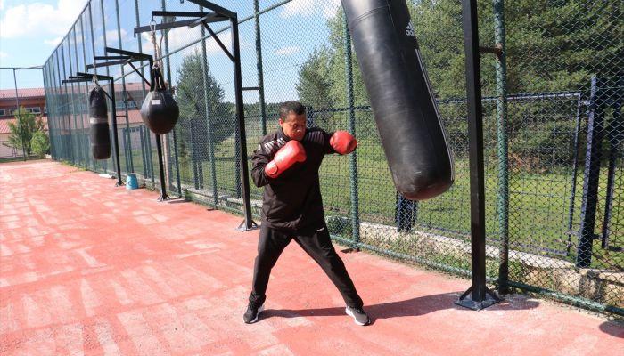 """Milli boksörler yumruklarını açık havada """"sosyal mesafeli"""" sallayacak"""